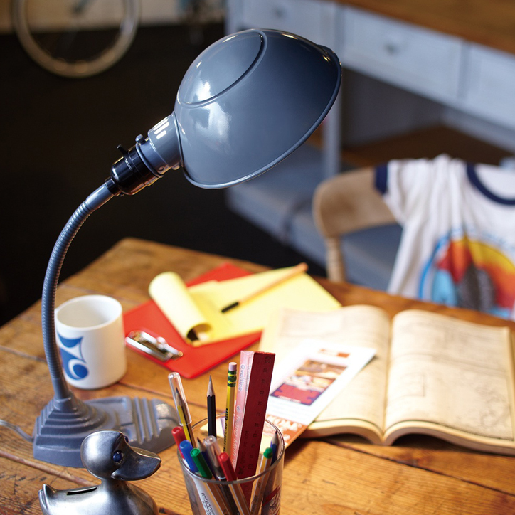 AW-0300 Old school desk lamp 3